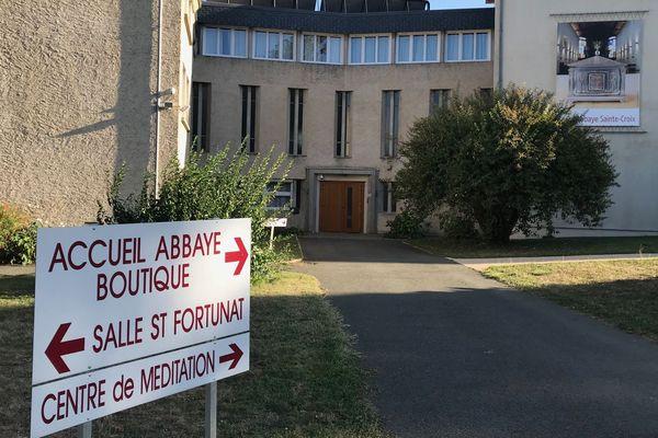 Les participants aux tests étaient hébergés à l'Abbaye-Sainte-Croix tenue par des moniales bénédictines et installée à St-Benoît près de Poitiers.