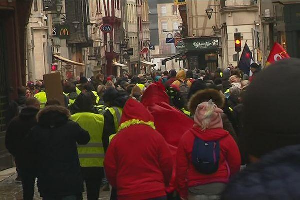 """Manifestation des """"Gilets Jaunes"""" à Rouen le samedi 2 février 2019 entre la rue Jeanne d'Arc et la rue du Gros-Horloge"""
