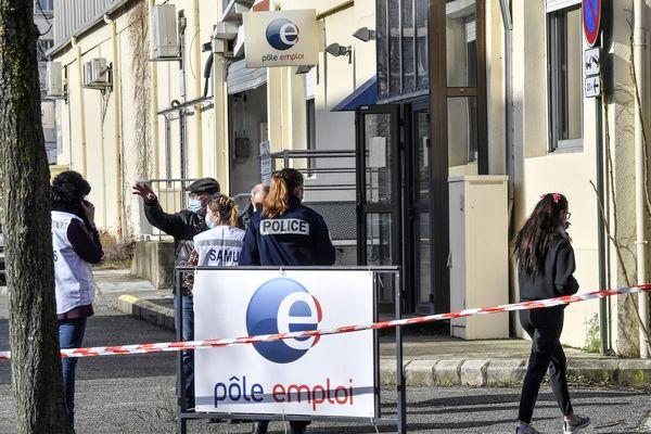 Dans l'agence Pôle-Emploi de Valence (Drôme), le suspect abat dans un premier temps une employée, avant de continuer son parcours meurtrier jeudi 28 janvier.