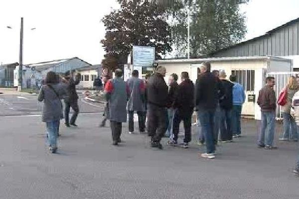 La Souterraine : des salariés devant l'usine Altia où le C.C.E. a été annulé, 9 octobre 2013
