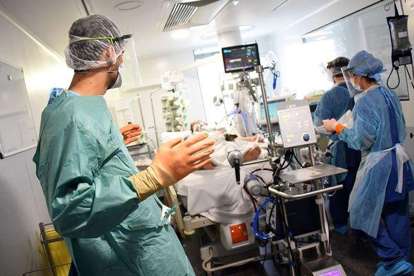 Le personnel soignant, au contact des malades.