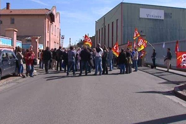Rassemblement devant les grilles de l'usine Véninov - 15/04/13
