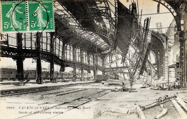 En 1918, la halle voyageur de la gare de Valenciennes détruite par des bombardements pendant la Première Guerre mondiale.