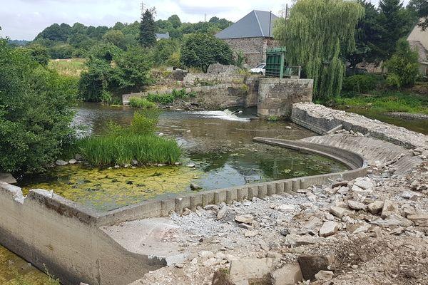 Le démontage du barrage de Candol a débuté ce lundi 17 juillet. Les travaux doivent durer trois semaines.