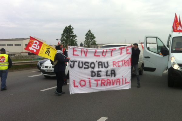 Manifestation des routiers sur la rocade de Rennes contre la loi Travail