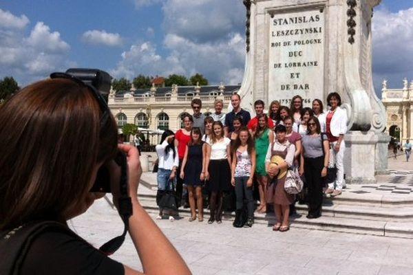les 18 stagiaires posent sur la Place Stanislas