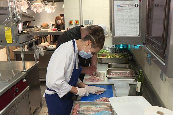 La salle à manger de Fourvière, restaurant-école de la fondation des Apprentis d'Auteuil, a ouvert ses portes en août 2021 / © FTV