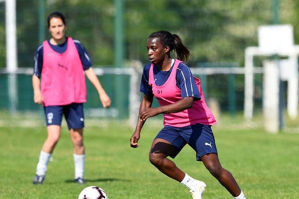 Viviane Asseyi, attaquante des Girondines, à l'entraînement