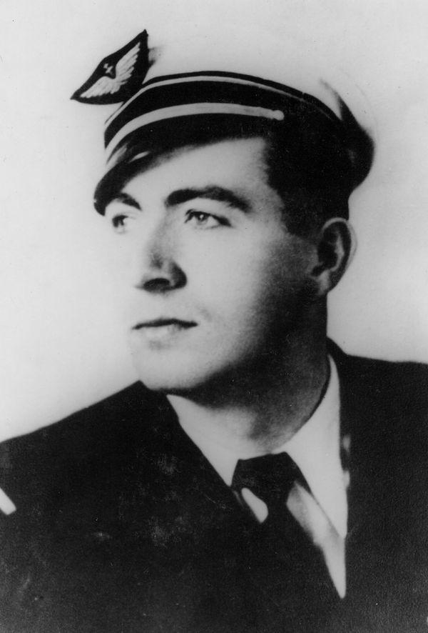 Raymond Pétain, aviateur des Forces Françaises aériennes Libres.