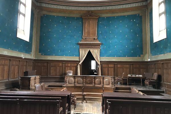 La salle d'audience de l'ancien tribunal de Baugé-en-Anjou