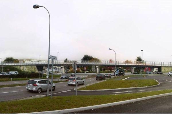un pont enjambera le rond-point à l'entrée de la Roche/Yon