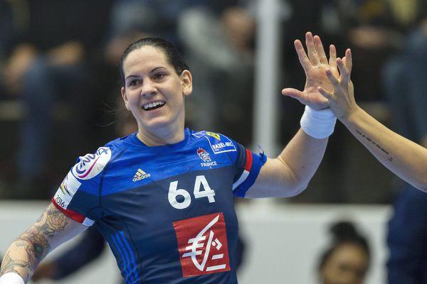 Alexandra Lacrabère, l'une des cadres de la sélection française, portera-t-elle les couleurs de Fleury la saison prochaine?