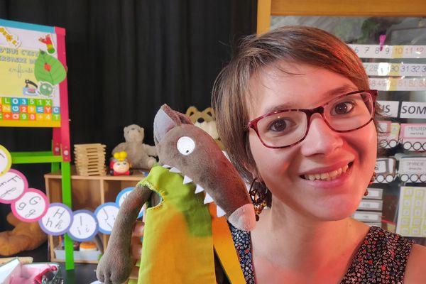 """Marie-Solène Letoqueux et son fidèle p'tit loup cartonnent sur internet avec l'émission """"La Maîtresse part en Live"""""""