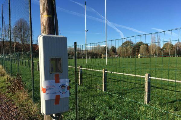 Les terrains de sport des petites communes sont totalement fermés depuis le confinement.