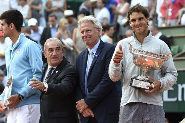 Novak Djokovic et Rafael Nadal après la finale de Roland Garros remportée par l'Espagnol.
