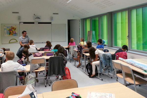 La rentrée dans des classes toutes neuves à Dirac en Charente.