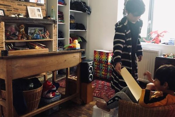 Benjamin et Raphaël qui jouent... à l'école