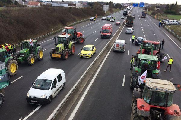 Des tracteurs en travers des routes, les agriculteurs manifestent leur inquiétude
