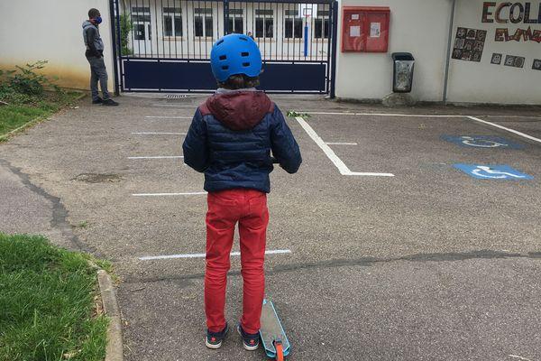 Certains enfants ont retrouvé le chemin de l'école mardi 12 mai.