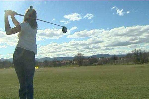 Louise, joueuse de golf depuis 5 ans