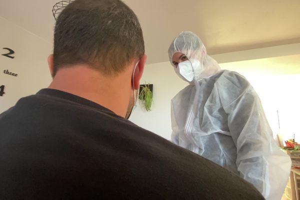"""Depuis 3 semaines, des infirmières libérales interviennent au domicile des patients atteint du Covid-19 pour renforcer le """"contact tracing"""" mis en place par la CPAM de l'Aveyron."""