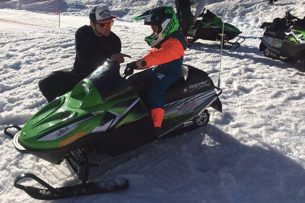 Les enfants de 5 à 12 ans peuvent désormais faire de la motoneige à la station du Mont-Dore (Puy-de-Dôme).