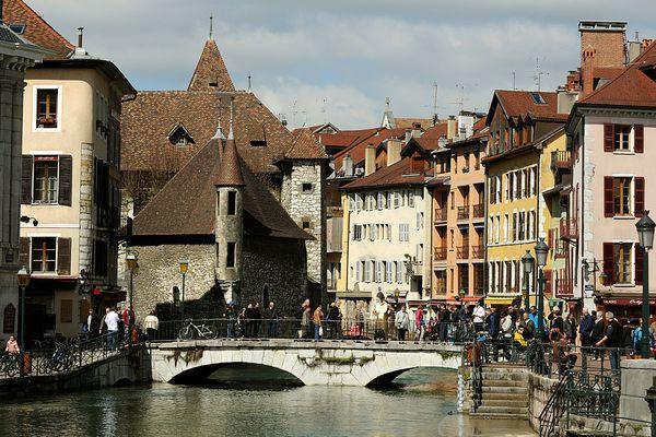 A Annecy, l'affluence des touristes fait flamber le prix des logements pendant la saison estivale