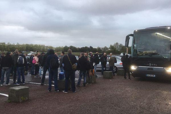 Les policiers du Calvados ce mercredi matin à la Colline aux oiseaux, à Caen, pour le départ de la manifestation organisée à Paris