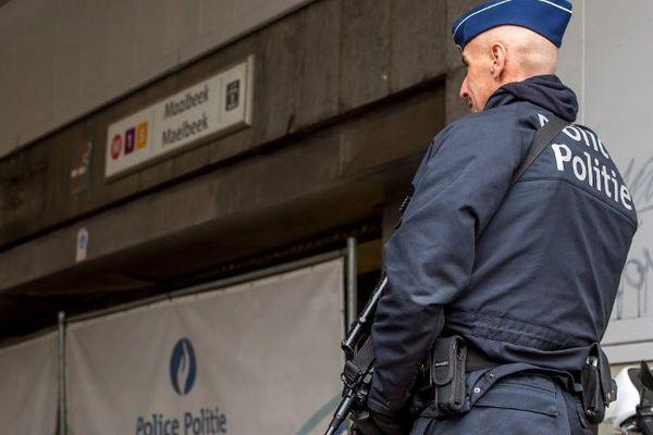Les caméras de vidéosurveillance de la station Maelbeek ont filmé un autre homme discutant avec le kamikaze mais qui n'est pas entré dans la rame.