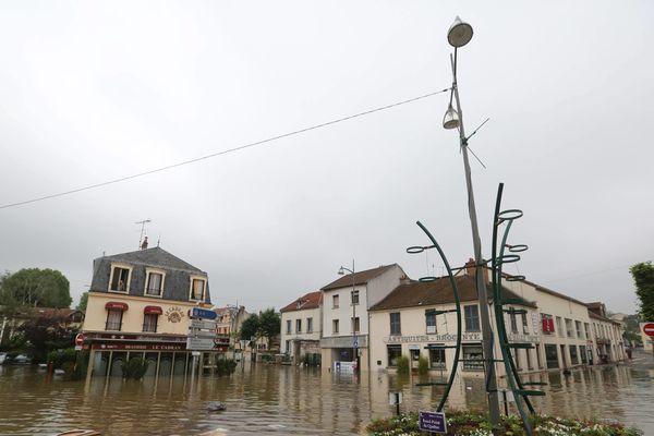 Jeudi, dans les rues de Longjumeau en Essonne