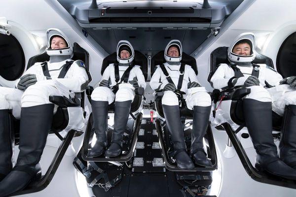 A gauche Thomas Pesquet avec ses 3 compagnons de vol, deux Américains et un Japonais.