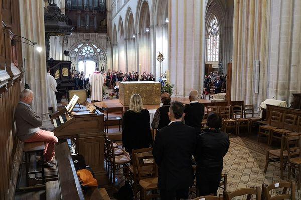 Musiciens, amis, proches, de nombreuses personnes sont venue rendre hommage à la chanteuse, dimanche 13 juin, à la cathédrale Saint-Corentin de Quimper.
