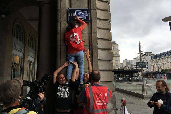 Des militants FO changent le nom des rues à Rennes
