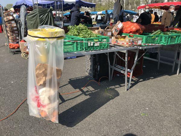 """Les """"kits corbeilles"""" distribués aux commerçants par ville de Nantes et la Métropole."""