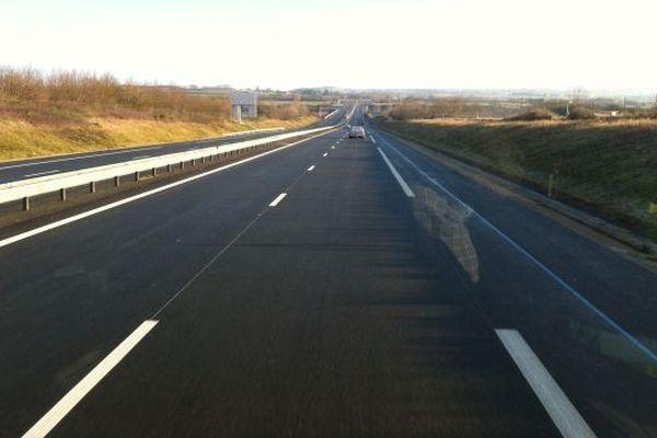 C'est fait ! depuis lundi matin, 9 heures 30, les automobilistes peuvent parcourir les 53 kilomètres du dernier tronçon de l'A89