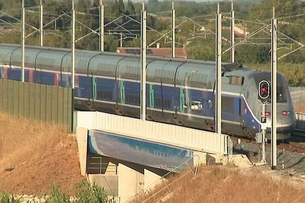 Entre Nîmes et Montpellier, une rame d'essai teste la nouvelle LGV - 5 septembre 2017.