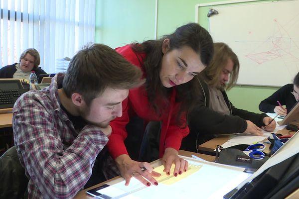 Cours de perspective pour la première promotion de l'école avec sa fondatrice Hélène Moinerie
