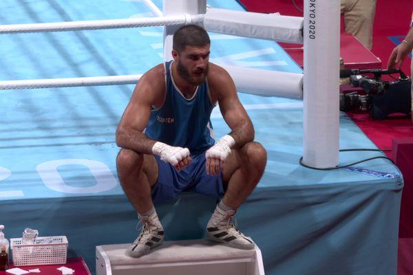 """Mourad Aliev a refusé de quitter le ring à l'issue de sa disqualification qu'il qualifie de """"vol""""."""