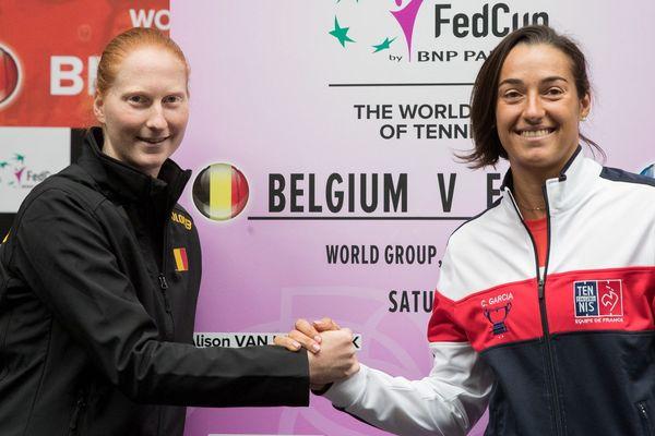 Caroline Garcia (à droite) retrouve l'équipe de France de tennis après 2 ans d'absence pour affronter le Belgique en 1/4 de finale de la Fed Cup, les 9 et 10 février 2019.