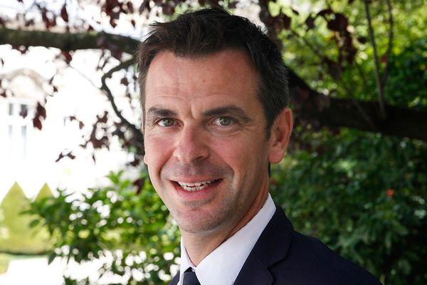 Olivier Véran, député La République en Marche (LREM), pose le 22 juin 2017 à l'Assemblée Nationale à Paris pour l'accueil des députés nouvellement élus à l'issue du second tour des élections législatives françaises. Le député français de La République en Marche (LREM), Olivier Véran, a été élu député du département de l'Isère.