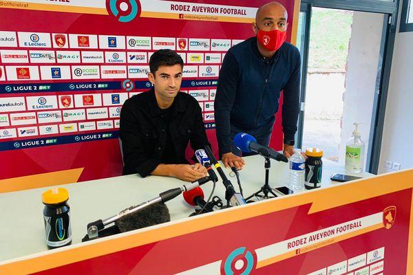 Enzo Zidane répond aux questions des journalistes au cours de la conférence de presse du Rodez Aveyron Football ce mercredi 30 juin 2021.