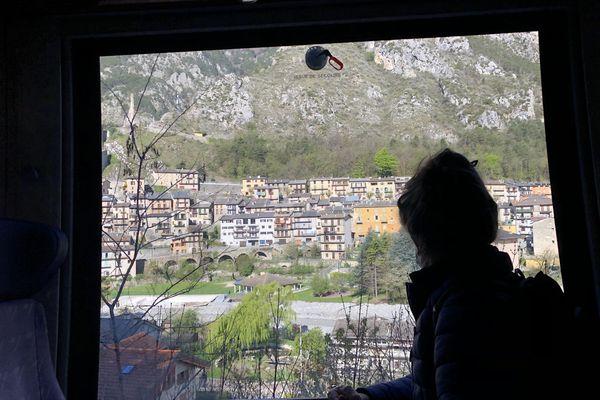 A bord du train des Merveilles à Tende. C'est une des attractions touristiques.