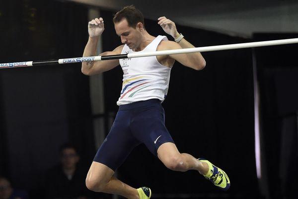 Renaud Lavillenie a été sacré champion de France de saut à la perche, ce dimanche 18 février à Liévin.