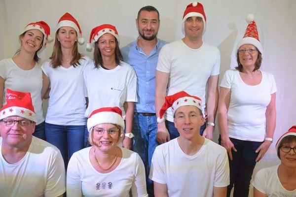 La troupe du spectacle de Noël de Beaucourt-sur-l'Hallue (80).