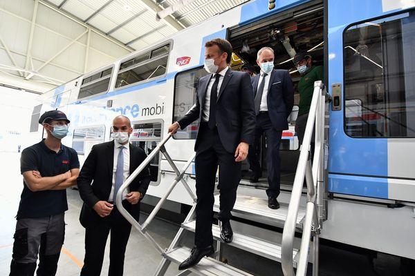 Bagnères-de-Bigorre (Hautes-Pyrénées) - Emmanuel Macron en visite à l'usine CAF - 16 juillet 2021.