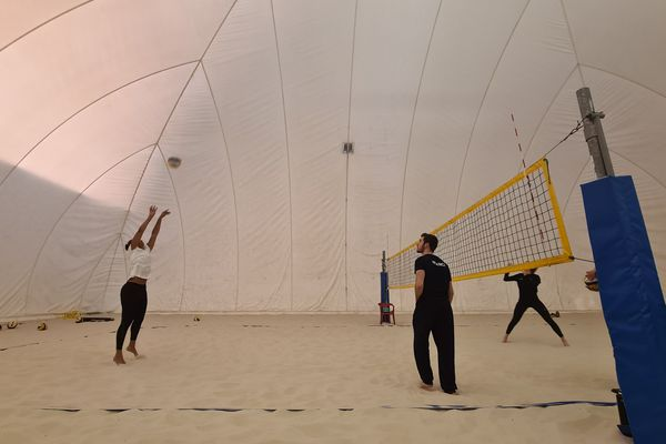 Sous la bulle du pôle France de beach-volley de Toulouse