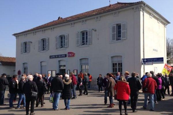 Rassemblement devant la gare de Seurre en Côte d'Or le samedi 19 mars 2016.