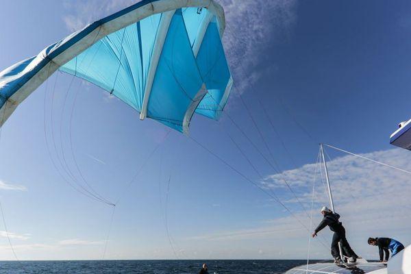 Les essais en mer de tractage de voile, concept développé par Yves Parlier