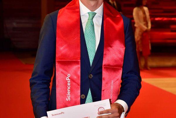 Adrien Jourdain a fait Sciences Po après le bac, avant de rejoindre l'Ecole Nationale de la Magistrature (ENM).