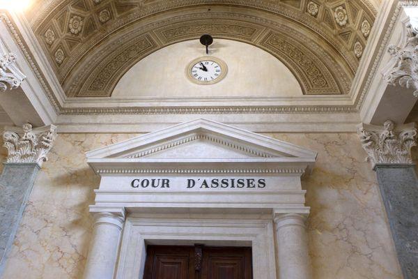 La Cour criminelle de Montpellier siège dans l'enceinte de la cour d'assises mais sans jury populaire.